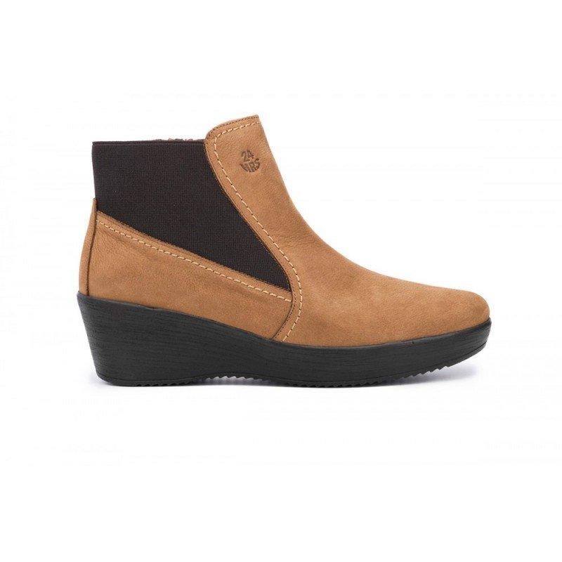 bd8329bc7a9 Nuevos botines de mujer con cuña 24 Hrs de piel nobuck color cuero.